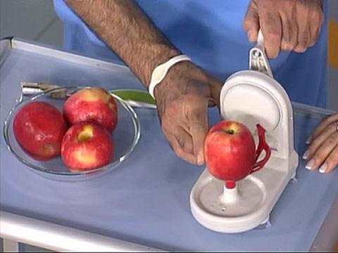 Диетологи советуют чистить кишечник яблоками
