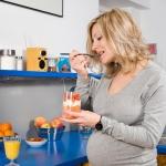 Грибы, шоколад, острые блюда: стоит ли есть беременным