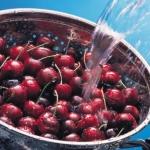 Как не отравиться фруктами летом?