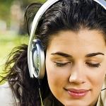 Медики: слушать музыку в наушниках опасно
