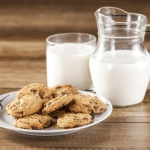 Не давайте ребенку на ночь молоко с печеньем