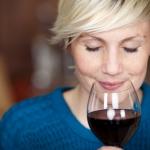 Как задержать старение: выпейте бокал вина