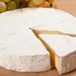 Сыр с плесенью: стоит ли пробовать