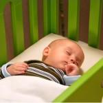Нужна ли детская кроватка грудничкам?