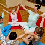 Полезна ли йога для ребенка (видео)