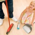 Приобщаем малыша к домашней уборке