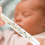 Что делать при повышении температуры у новорожденного