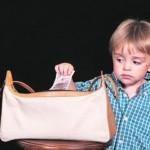 Ребенок ворует: как быть