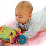 Первые подарки малышу: как и что дарить