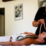 Лечение змеями: экзотический израильский массаж