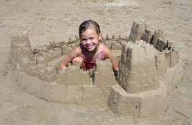 Ребенок и песок
