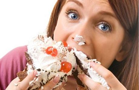 Эмоциональные проблемы ведут к перееданию и увлечению сладостями