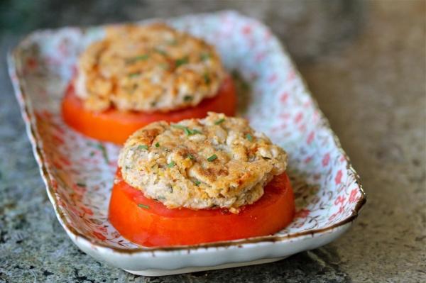 Фасолевые пирожки с помидорами