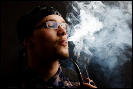Курильщик беззаветно любит сигарету
