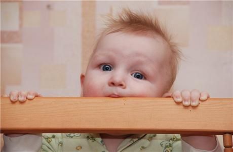 У ребенка лезут зубки
