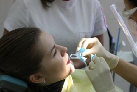 Зачем устанавливаются зубные коронки