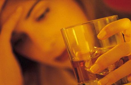 К химическим относятся алкоголизм, наркомания, токсикомания и