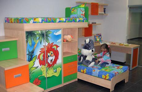 Есть еще один критерий хорошей экологии детской комнаты – это мебель