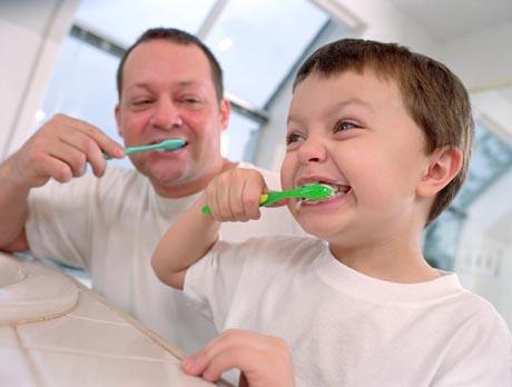 Как научить ребенка ухаживать за зубами