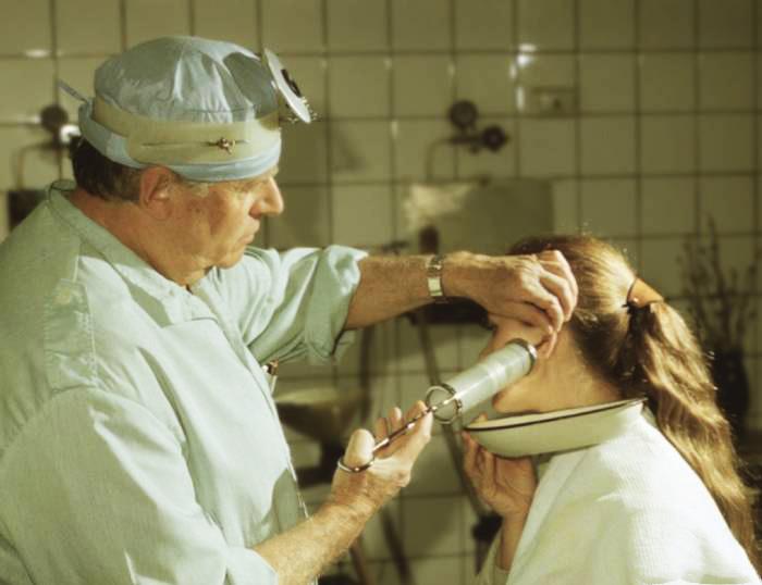 Как производится промывка уха