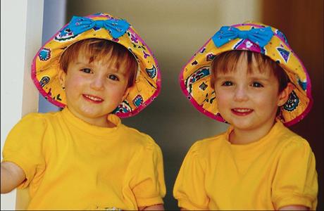Британки начали чаще рожать близнецов