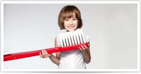 Чистите зубы малыша после завтрака и перед сном.