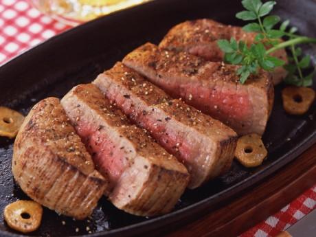 Недожаренные блюда из мяса