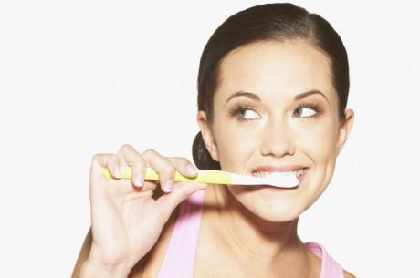 Чистите зубы дважды в день