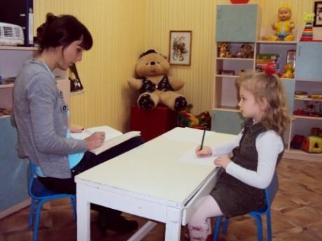 Помогать должны не только родители но и психолог