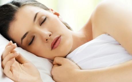 Исследование: женщины не любят объятия перед сном