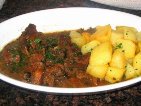 Рекомендуется употреблять больше картофеля и мяса.