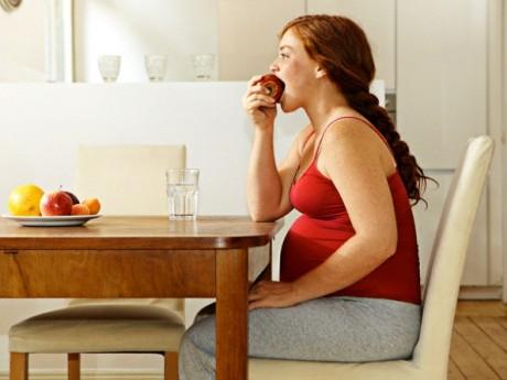 Почему будущей маме важно правильно питаться