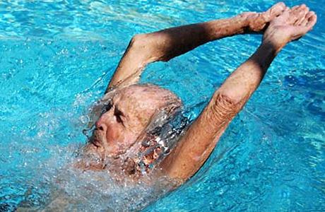 Поплавать в озере, или хотя бы в бассейне