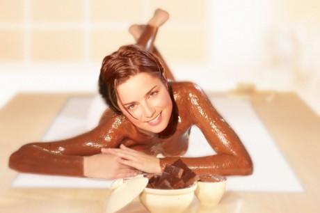 Cледуют делать один раз в месяц шоколадное обертывание