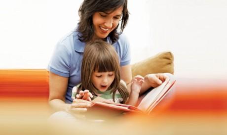 Попытайтесь заняться чем-то сами и пригласите позаниматься вместе с вами ребенка