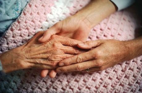 Болезнь предпочитает пожилых людей