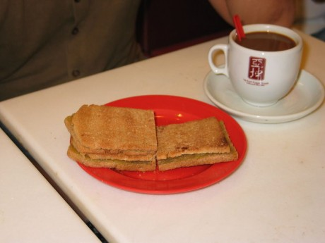 Доказано: спортсменам необходим кофе с тостом