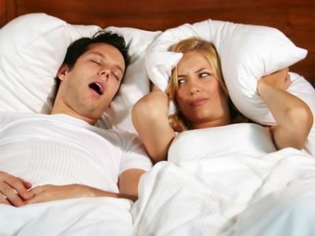 Храп способен сократить жизнь супругам