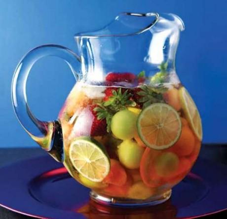 В период грудного вскармливания лучше всего пить самостоятельно приготовленные напитки