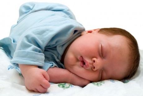 Новорожденный родился с волосами на голове