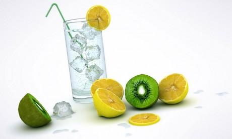 Стоит оказаться от употребления соков и перейти для утоления жажды на воду
