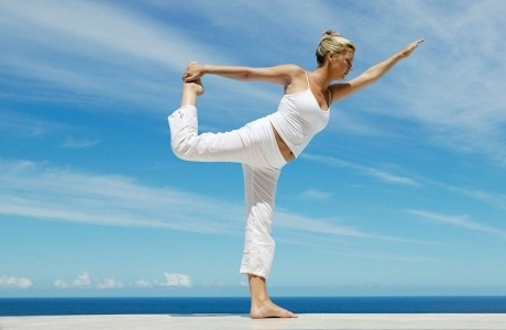 Восемь упражнений йоги для плоского живота