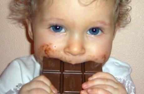 Чем опасно сладкое для ребенка