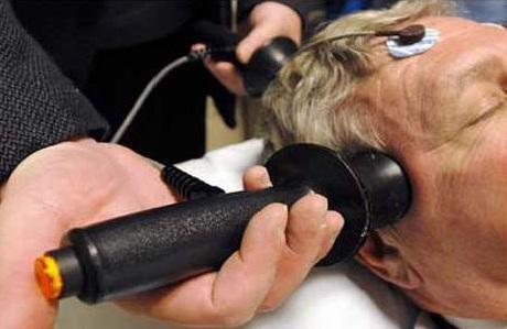 Электросудорожной терапией хотят лечить депрессию