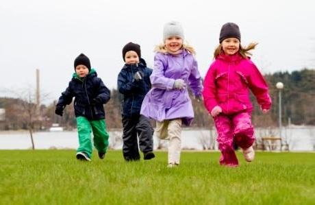 Правильная весенняя одежда для детей