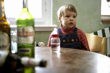 Алкоголизм: в семье пьяницы страдают все