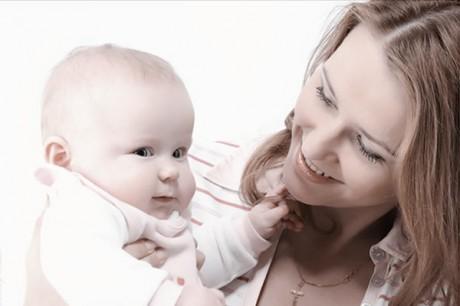Колики у малыша: как помочь