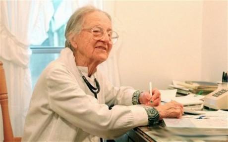 Доктор, которая лечила дольше всех в мире, умерла