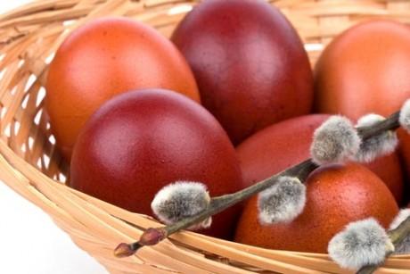 Как окрасить пасхальные яйца без ущерба для здоровья