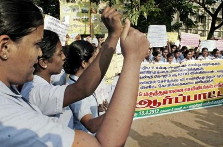 Медсестры Индии начали бастовать